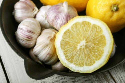 Some lemon and garlic which strenghten your nails.