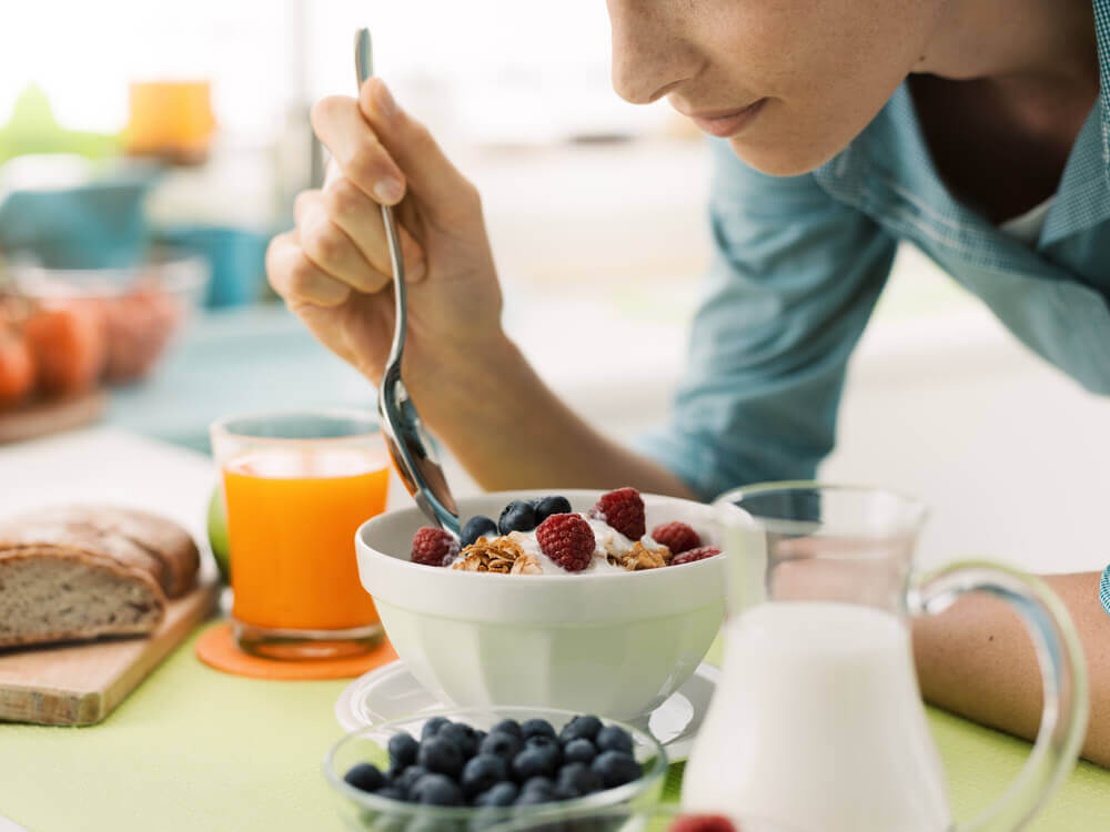 woman eating a healthy breakfast