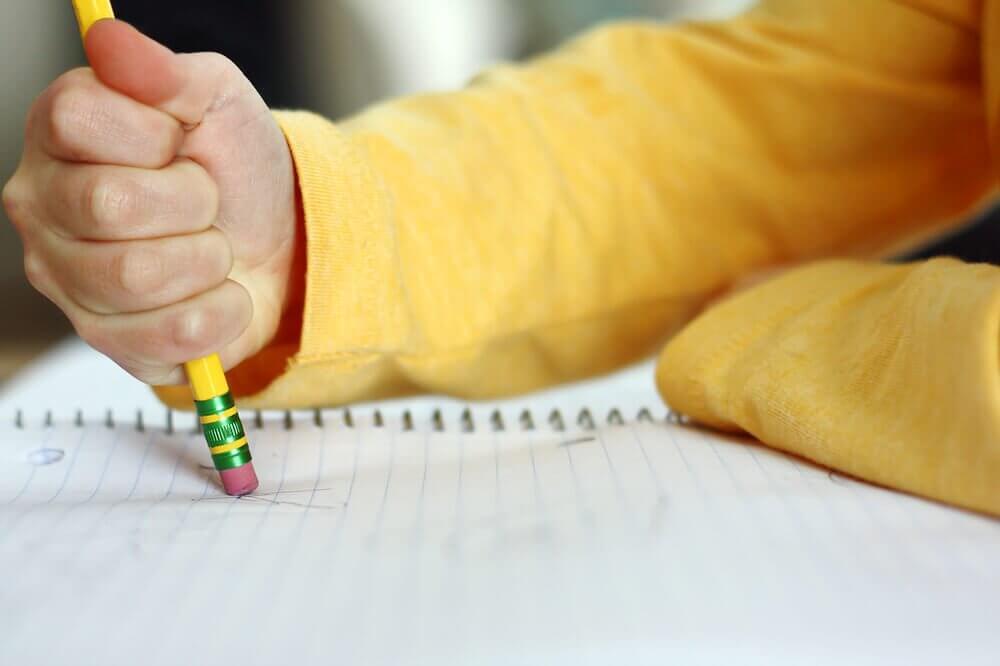 Attenzione: questi tratti potrebbero indicare che tuo figlio ha difficoltà di apprendimento