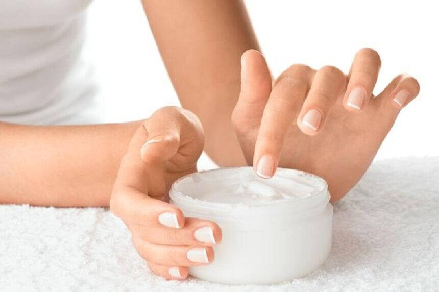 "hydrater les ongles ""width ="" 860 ""height ="" 572"