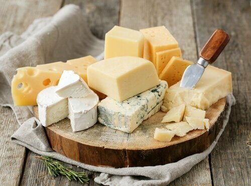 밤에 먹지 말아야 할 7가지 음식 치즈
