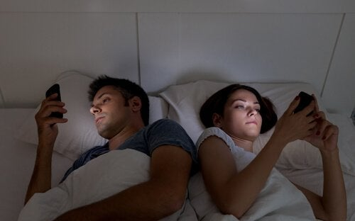 phones damaging romantic relationships
