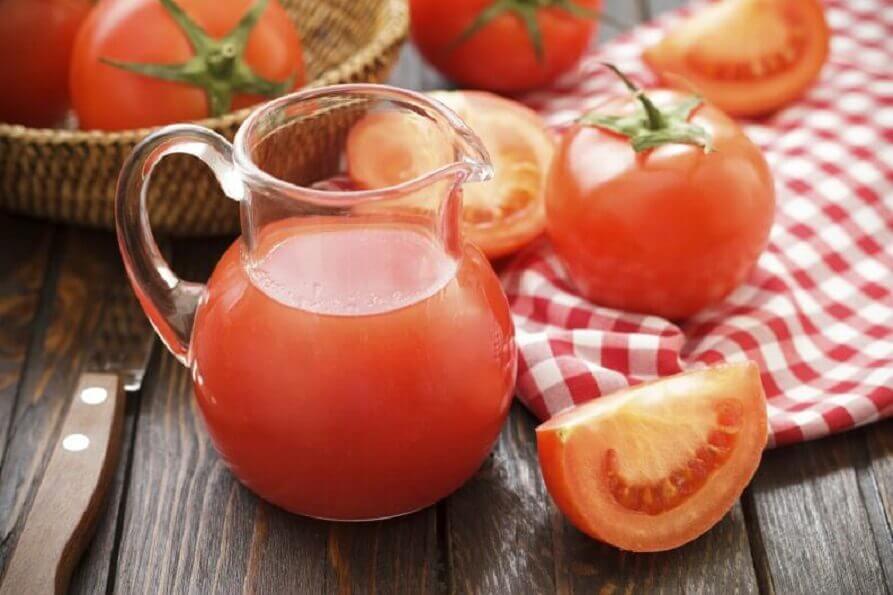 Diète de tomate Detox &quot;width =&quot; 893 &quot;height =&quot; 595 &quot;/&gt; </figure> <p> Grâce à leurs propriétés nutritives, les tomates <strong> sont l&#39;un des ingrédients les plus populaires dans les repas [19459003Danscecasiljouelerôled&#39;étoilepourl&#39;undesrégimesdedésintoxicationlesplusconnusaumonde</p> <ul> <li> <strong> Sur un estomac vide </strong>: Un verre de jus de tomate frais. </li> <li> <strong> Petit-déjeuner </strong>: Deux tomates bouillies, assaisonnées d&#39;origan, d&#39;huile d&#39;olive et de sel. </li> <li> <strong> Milieu de la matinée </strong>: Un verre de jus de tomate frais. </li> <li> <strong> Déjeuner </strong>: Salade de tomates avec des germes de soja ou des poivrons. Vous pouvez ajouter une portion de poitrine de poulet rôtie ou de saumon. </li> <li> <strong> Snack </strong>: Un verre de jus de tomate frais. </li> <li> <strong> Dîner </strong>: Salade de tomates avec artichaut, poivron et portion de poisson. </li> <li> <strong> Avant de se coucher </strong>: Fin de la journée avec un autre verre de jus de tomate <a href=