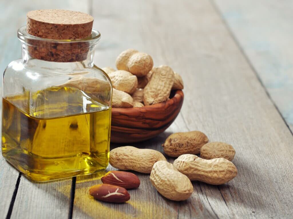 Vitamin B3 in oil and peanuts for healthy skin.