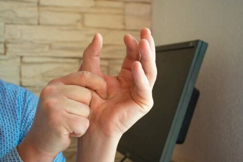 A person pinching their thumb.