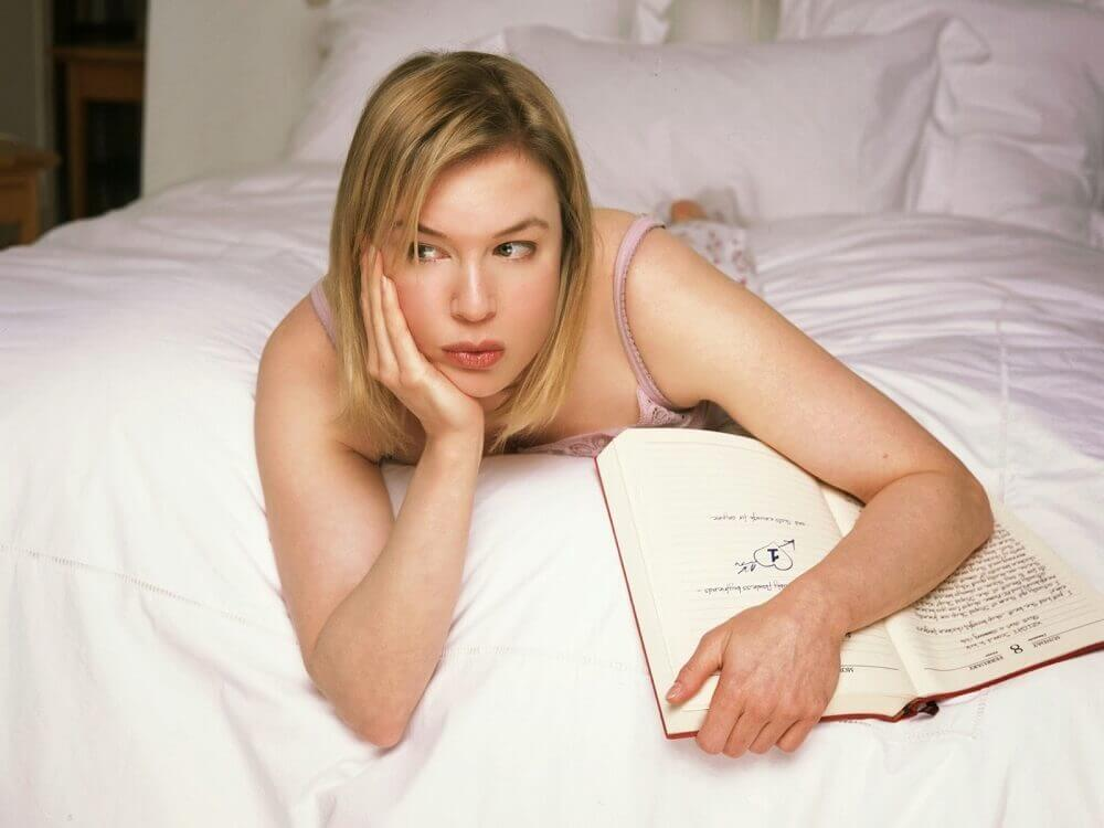 Bridget Jones lying on a bed thinking about memory exercises