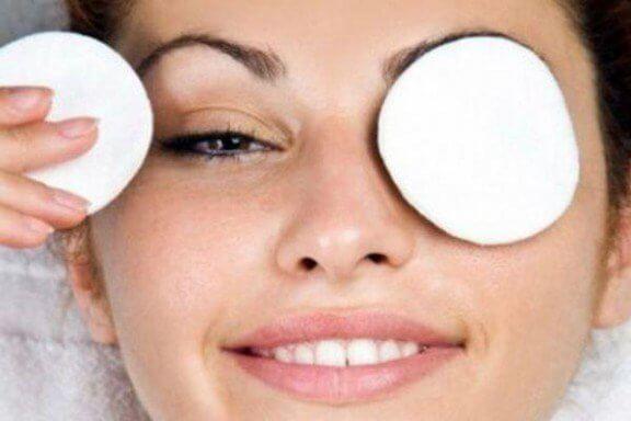 درمان خانگی برای از بین بردن حلقه سیاه دور چشم