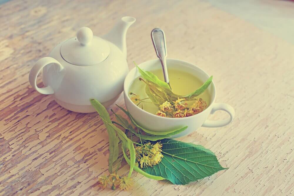Linden Blossom Tea to treat hot flashes