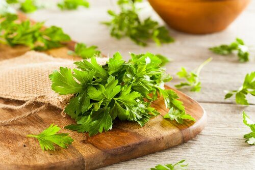Some chopped parsley for use in Alfredo potatoes