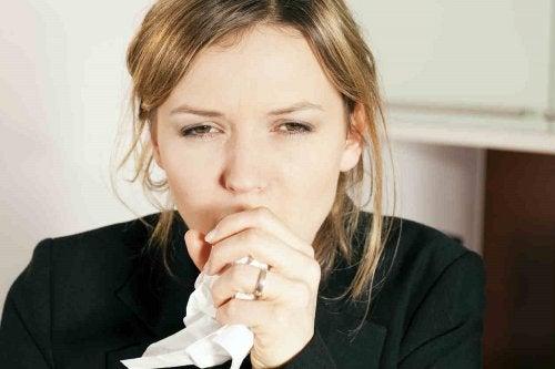 Femme toussant &quot;width =&quot; 500 &quot;height =&quot; 333 &quot;/&gt; </figure> <p> <strong> La toux est un réflexe <a href=