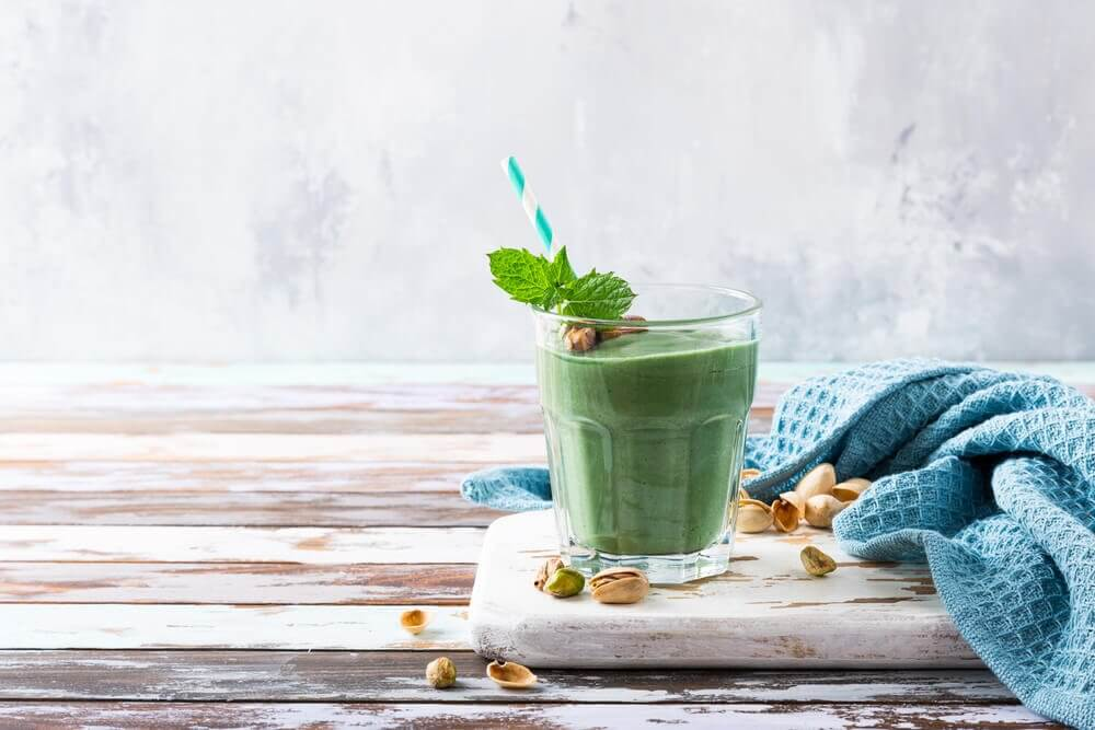 A green smoothie with spirulina.