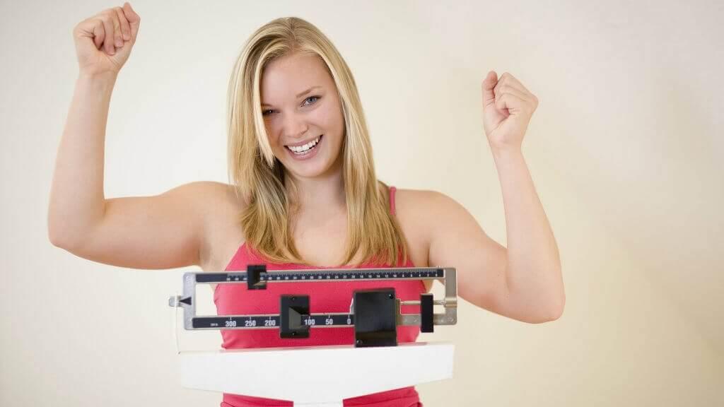 Iss weniger Zucker und verliere Gewicht. &quot;Width =&quot; 1024 &quot;height =&quot; 576 &quot;/&gt;</figure><p>Weniger essen ist nicht genug; Sie müssen auch wissen, welche Lebensmittel zu essen sind. Verbrauchen Sie die meisten <strong>nährstoffreichen Nahrungsmittel</strong>die Sie finden können, und dann werden Sie die Kalorien und Nährstoffe verbrauchen, die Ihr Körper benötigt, um richtig zu funktionieren.</p><h3>2. Niedrigere Cholesterin und Triglyceride</h3><p>Sie sind erschreckende Worte, <a href=