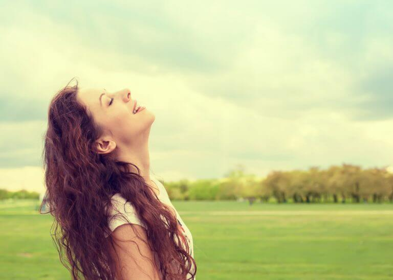 A grateful woman: a neurobiology trick for happiness.