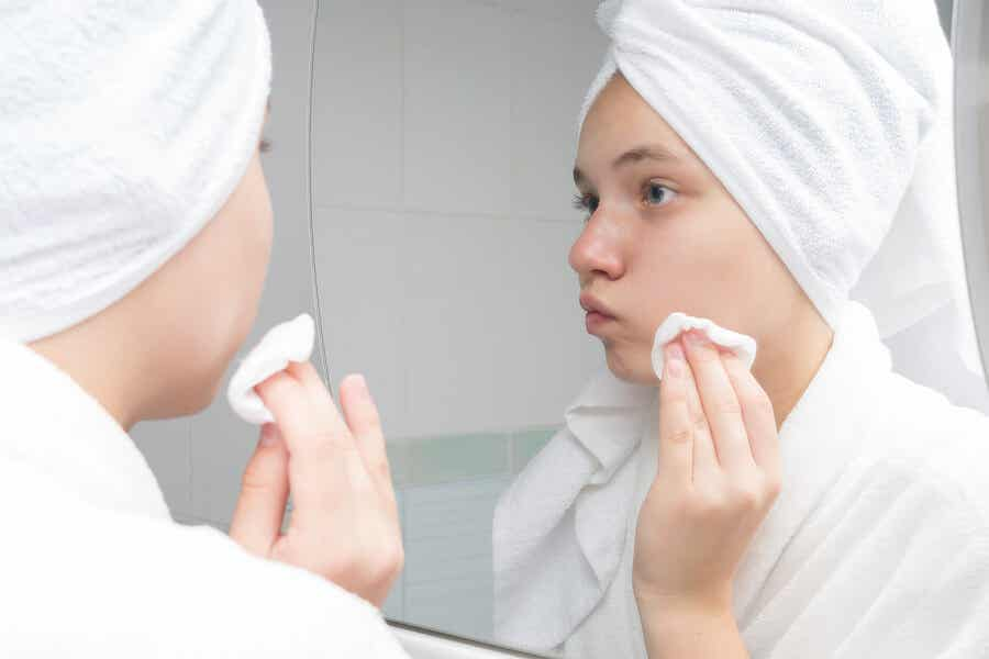 A woman doing her skin care routine.