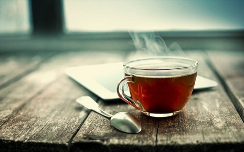Scientists Discover Nanoparticles from Tea Leaves that Kill Lung Cancer Cells