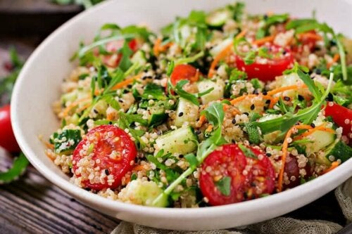 A salad with quinoa with a lot of benefits.