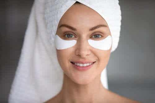 How to Get Rid of Bags Under Your Eyes with Oils