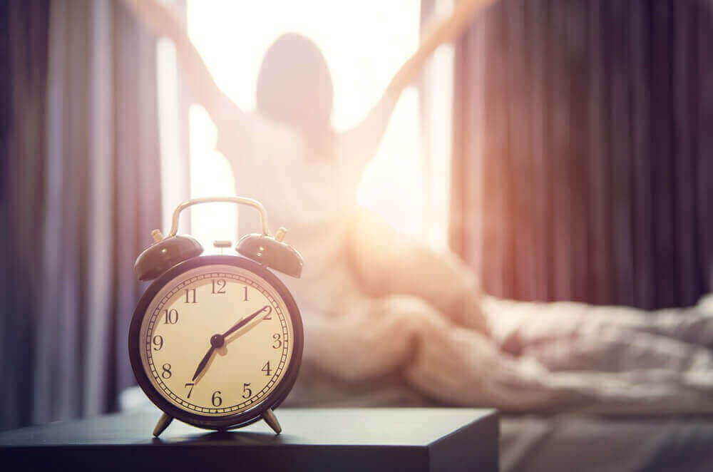 A woman waking up and remembering one of the motivational phrases