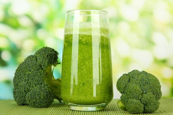 Broccoli, lettuce and carrot juice