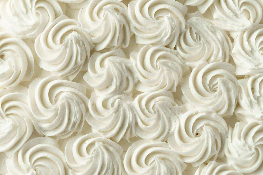 Lerne, wie man dekorative Zuckerglasuren für Kuchen zubereitet