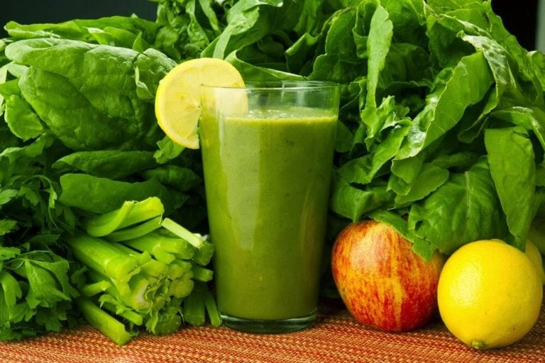 Spinach, Carrots, and Lemon: A Medicinal Drink to Eliminate Toxins
