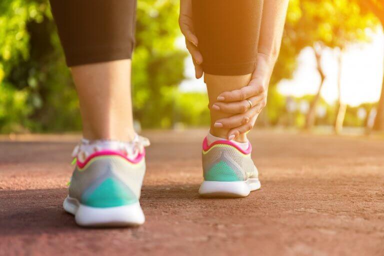 Swollen Legs: 5 Home Remedies to Alleviate Them