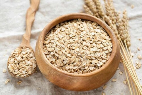 bowl of oats with grains