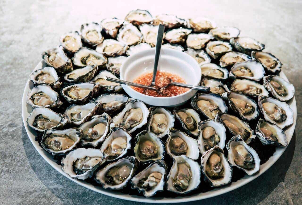 Oysters: potentially harmful foods.