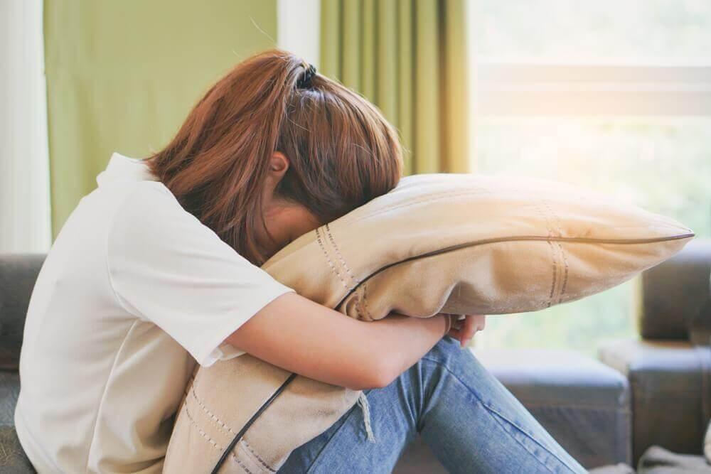 Teenager von Mobbing betroffen &quot;width =&quot; 1000 &quot;height =&quot; 667 &quot;/&gt;</h3></li></ol><p>Der Grund, warum emotionales Mobbing so viel Schaden anrichtet, ist, dass du am Ende glaubst, dass du derjenige bist, der im Unrecht ist.</p><div style=