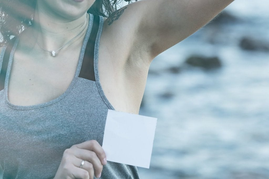 5 Tips to Remove Deodorant Stains