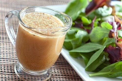 Vinaigrette-Rezepte &quot;width =&quot; 500 &quot;height =&quot; 333 &quot;/&gt;</h3><p>Dies ist ein idealer Dressing für Salate aus Hülsenfrüchten oder Thunfisch.</p><h3>Zutaten</h3><ul><li>3 Esslöffel natives Olivenöl extra (45 ml)</li><li>1 Esslöffel Senf (20 g)</li><li>2 Esslöffel Essig (30 ml)</li><li>Salz nach Geschmack</li></ul><h3>Vorbereitung</h3><ul><li>Mischen Sie alle Zutaten in einer Schüssel, bis Sie eine dicke, homogene Paste haben.</li><li>Servieren Sie den Salat und fügen Sie die Vinaigrette hinzu.</li></ul><blockquote><p> <em> <strong>Siehe: <a href=