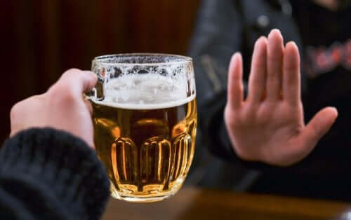 A person saying no to beer which is a way to treat warts.