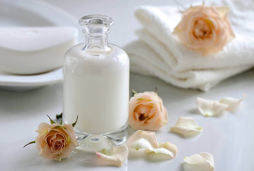 Bottle of milk with rose heads, get the bad smell out of towels