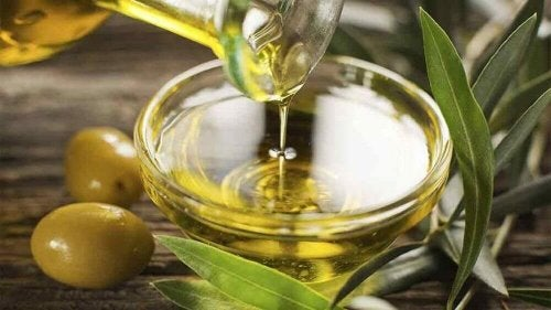 A bowl of olive oil - treat genital herpes