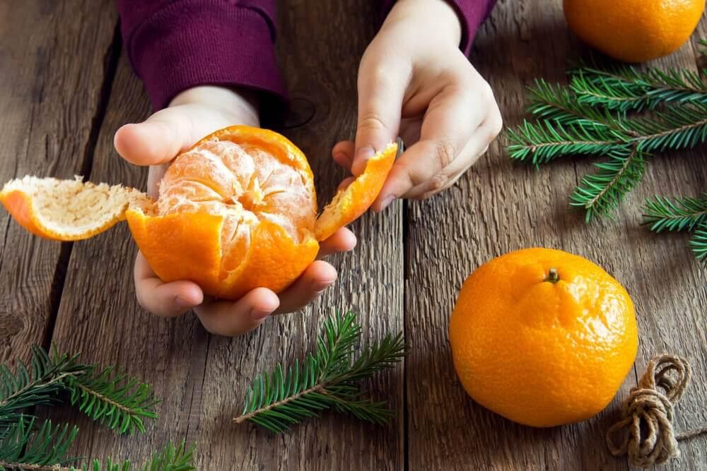 Someone peeling some tangerines