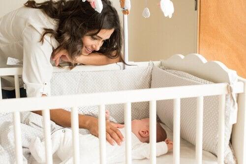 چگونه به خواب بهتر نوزاد کمک کنیم