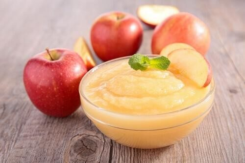 A small bowl of applesauce.