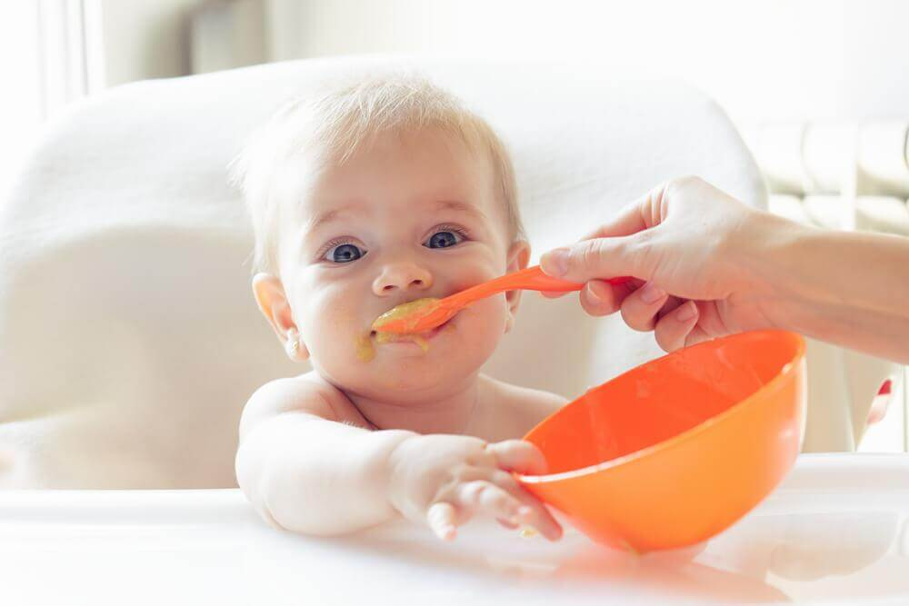 baby eating without hiccups