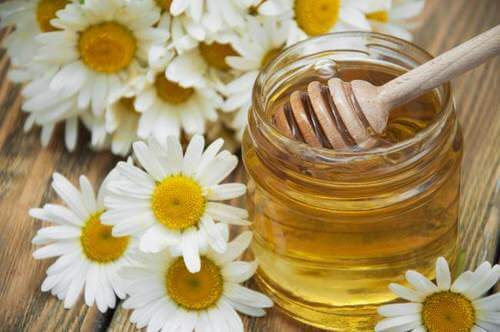 Chamomile and honey to relieve migraines.