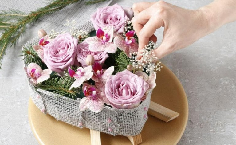 5 Different Ways to Make Flowers with Decorative Materials