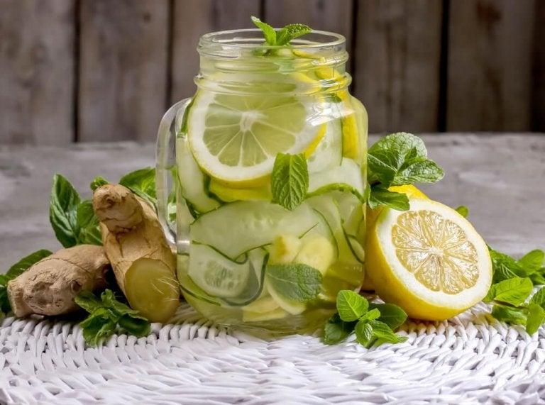 How to Make Ginger and Apple Detox Lemonade