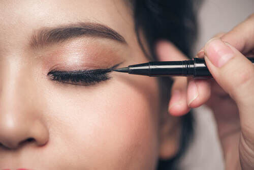 5 Common Makeup Mistakes for People with Small Eyes