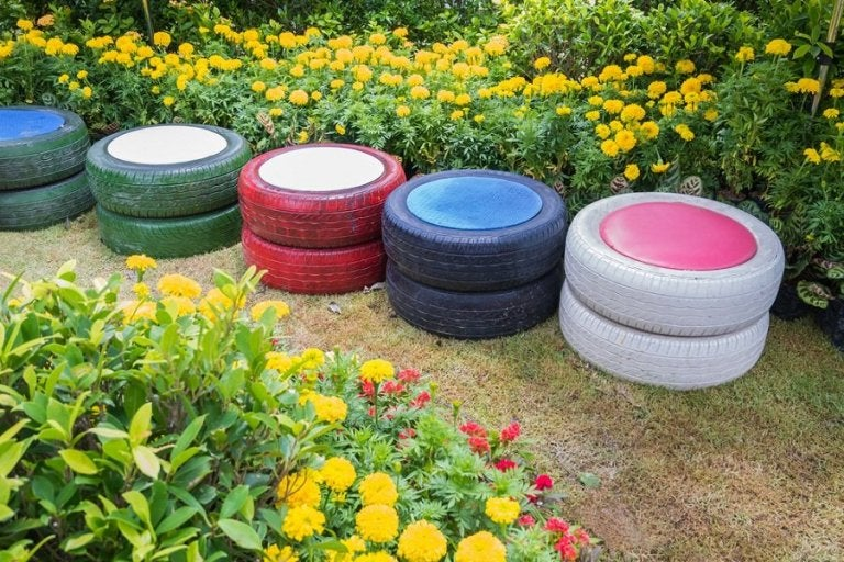 Two Fantastic Ideas to Make Your Own Pouffe