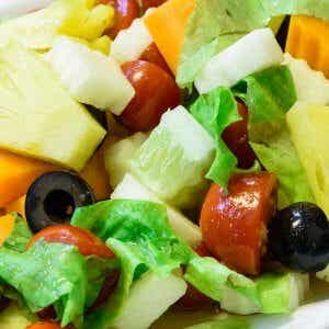 3 Salads with Pineapple That Are Perfect for Dinner