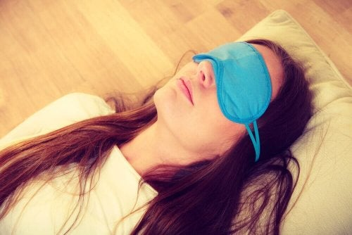 Sleeping in the light with a sleep mask.