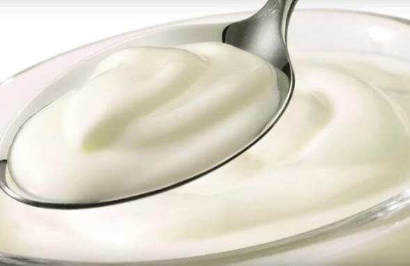 a spoonful greek yogurt for an anti-inflammatory diet