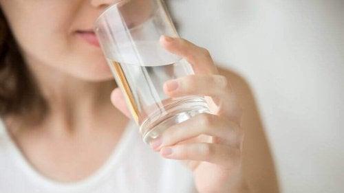 """Boire de l'eau """"width ="""" 500 """"height ="""" 281"""
