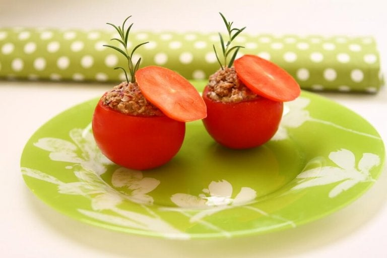 Tuna Stuffed Tomatoes: A Light and Delicious Recipe