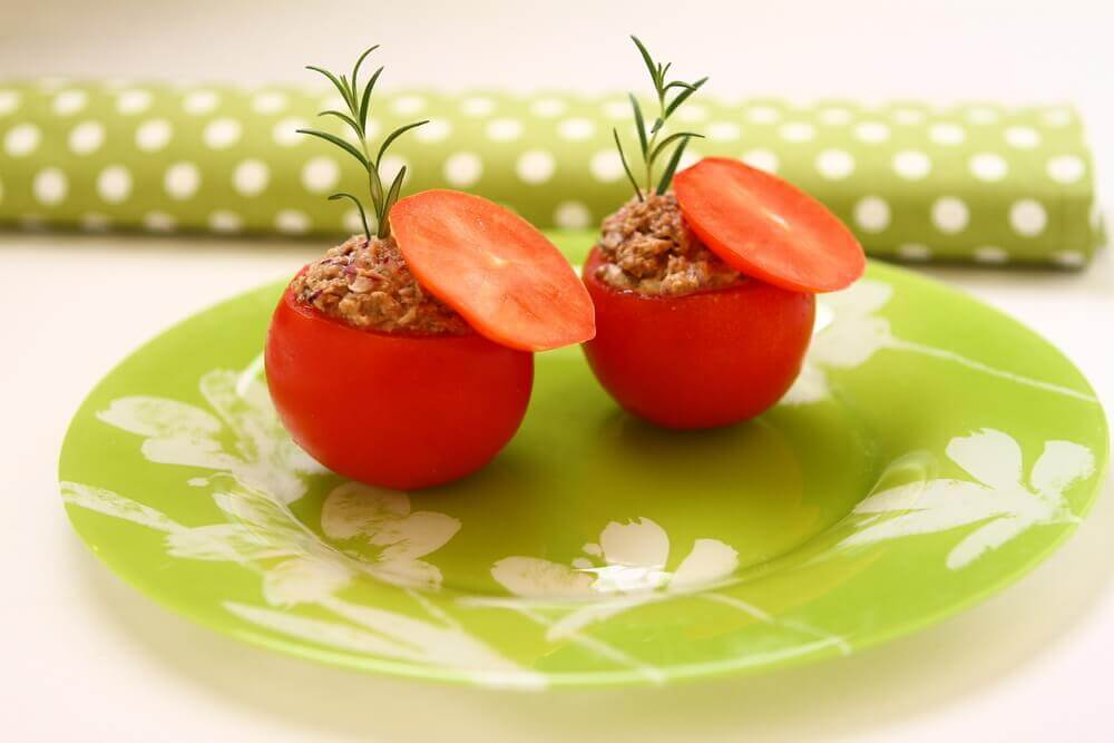 Tuna Stuffed Tomatoes: A Light and Delicious Recipe