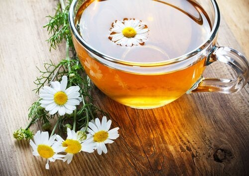 Chamomile tea to relieve tension headaches
